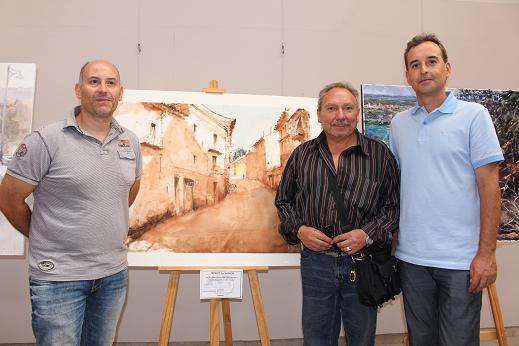 Alfonso Adán, Juan Carlos García y Antonio Darías ante la obra ganadora