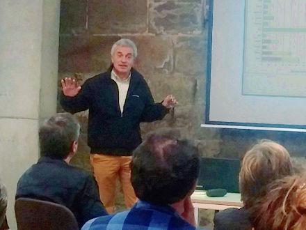 L'Ignasi Aldomà, en un moment de la conferència / foto Joan Rovira